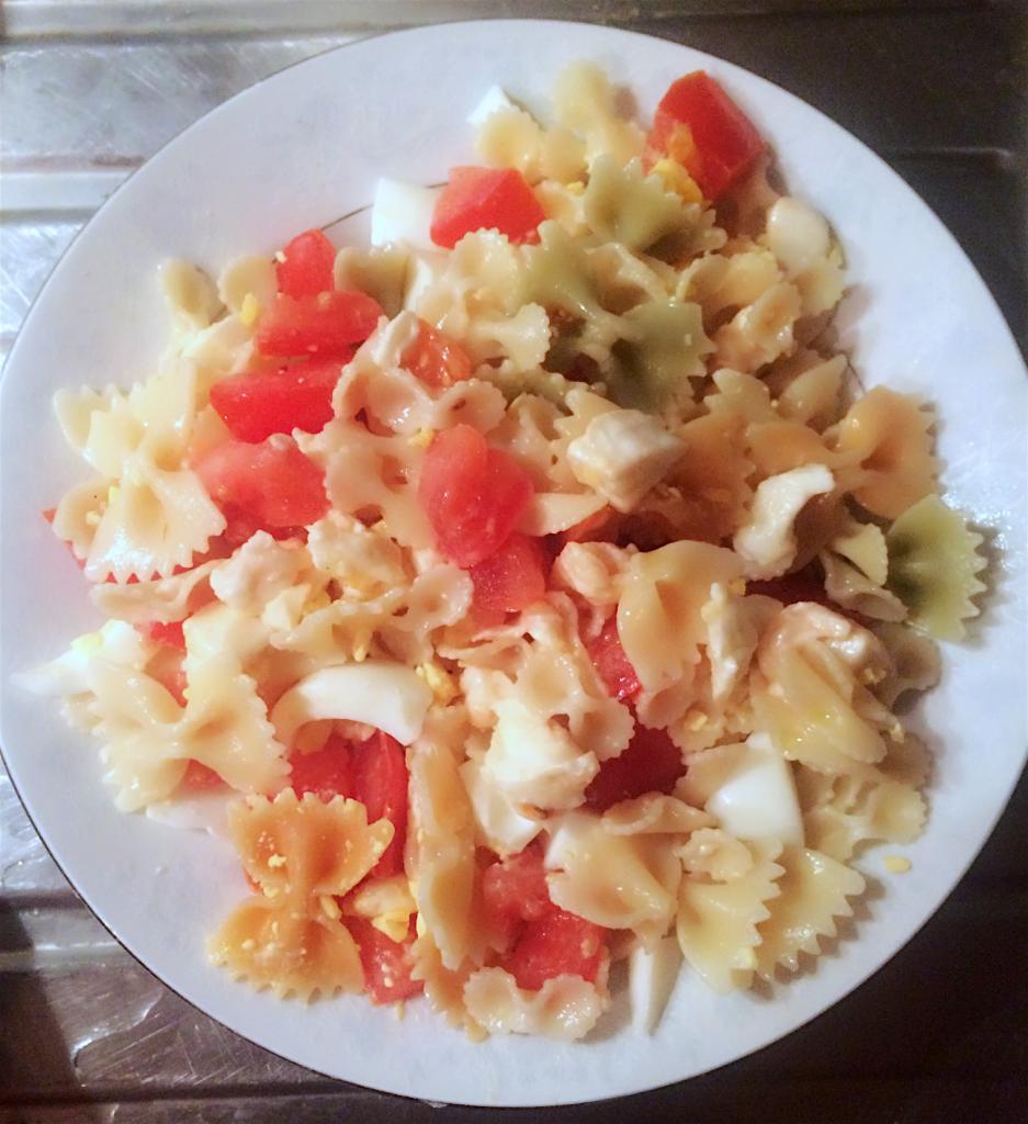 Salade de pâtes à la mozzarella et tomates