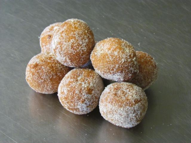 Minis beignet au fruit de la passion et crème de citron vert