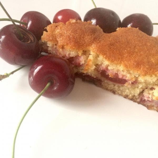 Gâteau moelleux à la cerise