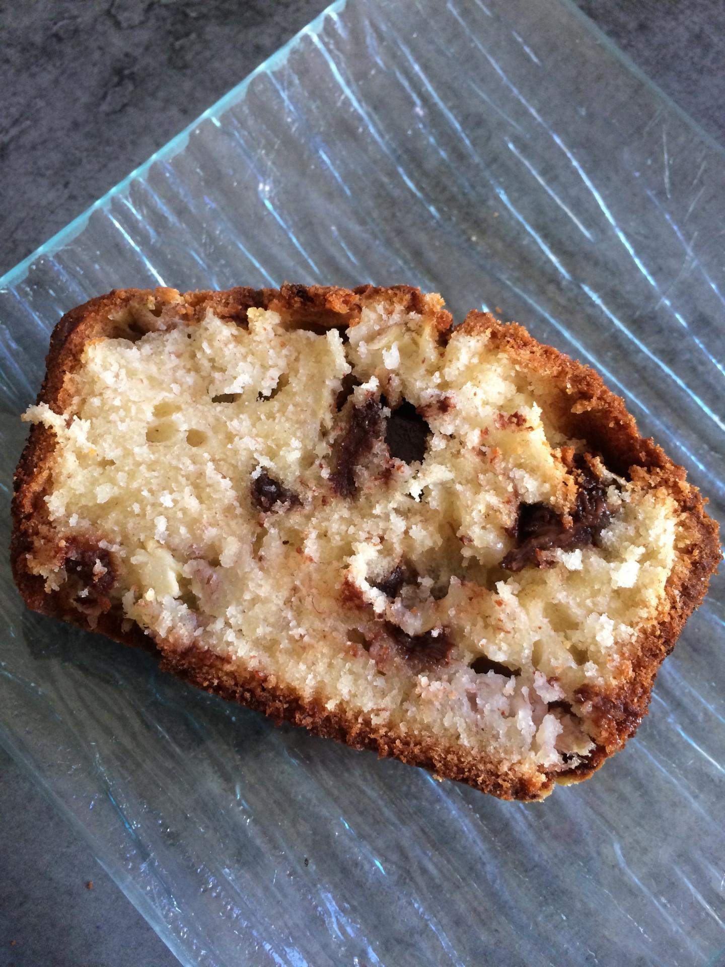 Cake moelleux aux bananes et pépites de chocolat