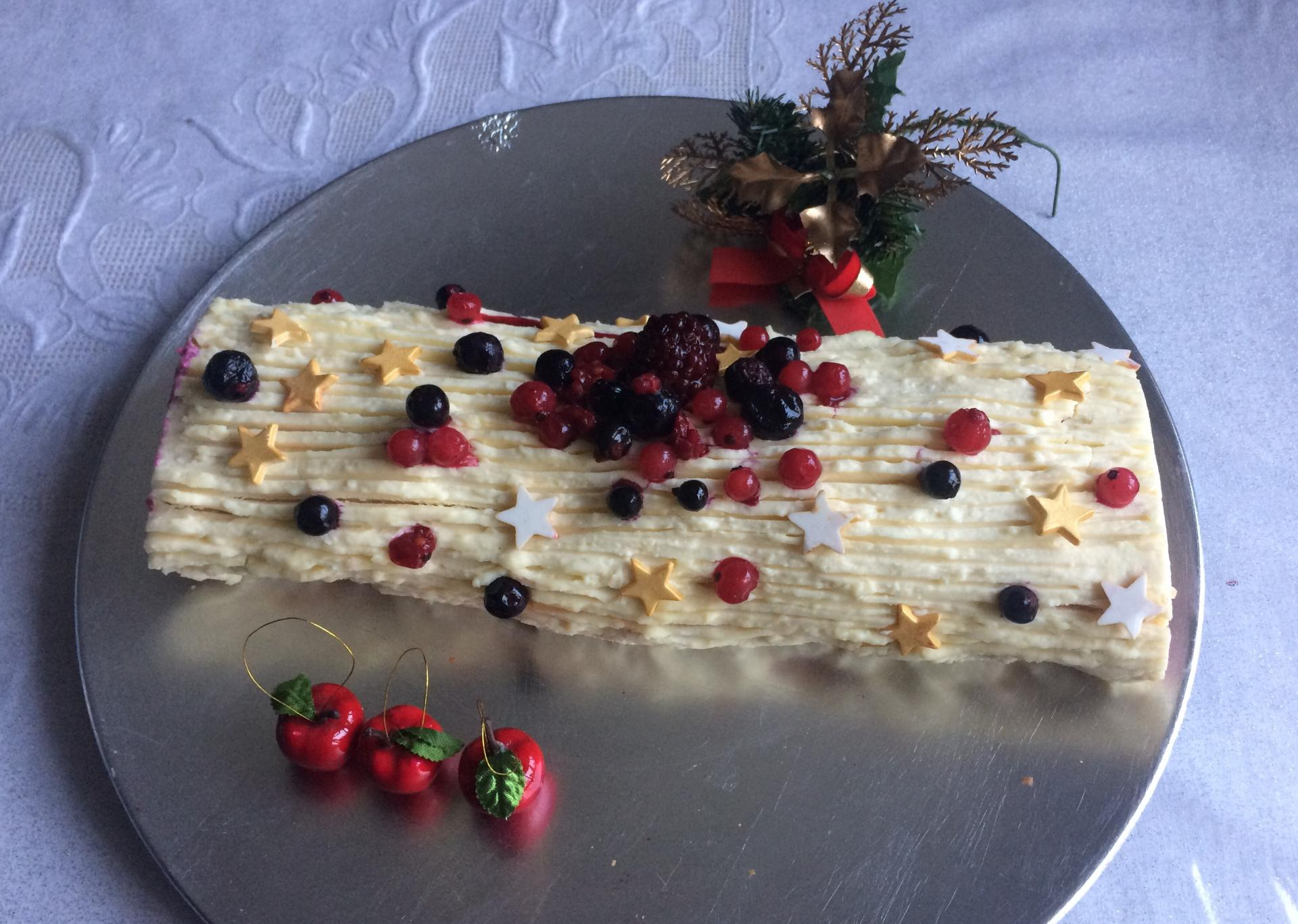 Bûche chocolat blanc et fruits rouges